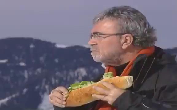 Twitter'da Viral Olan Görüntülerine Mehmet Yaşin'den Açıklama: 'Kaçkar Dağlarında Sandviç Molası Veriyordum'