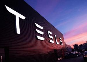 Ünlü İsim, Tesla'nın 1,5 Milyar Dolarlık Bitcoin (BTC) Alımının Dikkat Dağıtma Hamlesi Olduğunu Söyledi