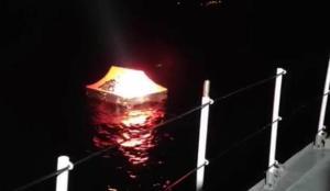 Yunan güvenlik güçlerinin ölüme terk ettiği 13 kaçak göçmen kurtarıldı
