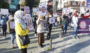 """Antalya'da 8 Mart: """"Bir yılda 303 kadın öldürüldü, kimse bu rakamlara alışmasın"""""""