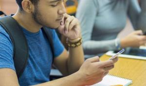 'Cinsel içerikli mesajlaşma' eğitimi, Belçika'daki ortaokullarda zorunlu ders olacak