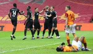 Galatasaray gol yerse maçı çeviremiyor!