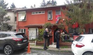 Gazeteci Ergin Konuksever'in eşi  Günay Konuksever, Beşiktaş'taki evinde ölü bulundu