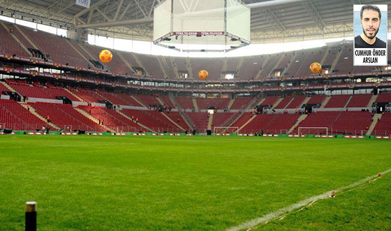G.Saray'ın bugün ligde evindeki Rize maçında gözler kriz yaratan sahada