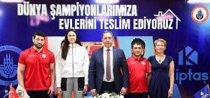 İstanbul BBSK, Dünya Şampiyonlarına evlerini teslim etti