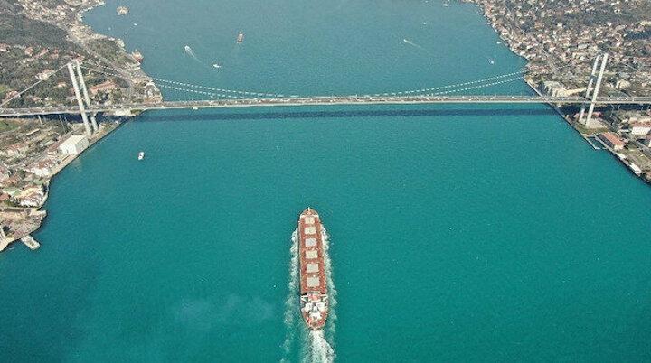 İstanbul Boğazı'nda görenleri kendine hayran bırakan kartpostallık manzara