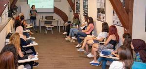 """""""Kızlarımız Okuyor, Işık Saçıyor"""" projesi 12. yılında çevrimiçi eğitimlerle devam ediyor"""
