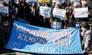 Marmara Üniversitesi'nde 'rant' protestosu