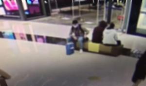 Mostafa Mohamed'in çantasının çalınma anı kameralara yansıdı