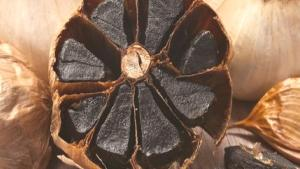 Beyazından daha faydalı: Siyah sarımsak nedir? Siyah sarımsağın faydaları nelerdir?