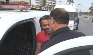 Antalya'da Ceza Yazılan Vatandaş Polisten Makas Alıp, Öpmek İstedi: 'Az Yaz, Ödeyecek Para Yok…'