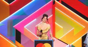 BRIT Ödülleri'nde şarkıcı Dua Lipa'dan Başbakan Johnson'a çağrı