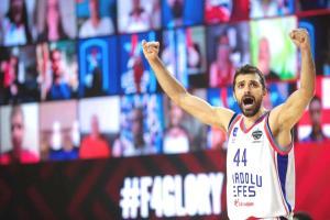 Son Dakika: Euroleague finalinde Anadolu Efes, Barcelona'yı 86-81 yenerek şampiyonluğa ulaştı