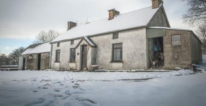 100 yıl önce terk edilen evin içine girenler şaşkınlığını gizleyemiyor!