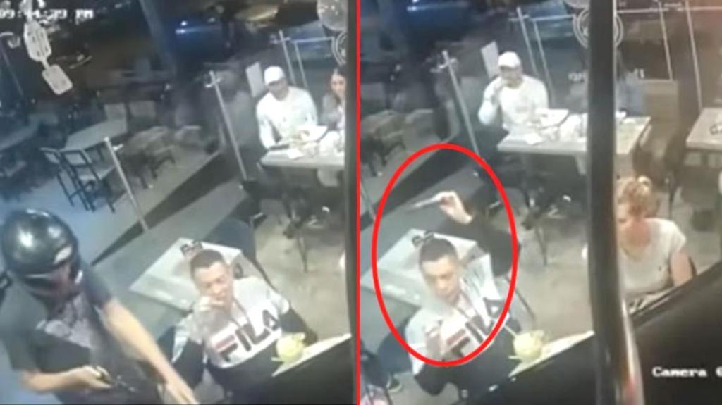 Böyle rahatlık görülmedi! Soyguncu, karısının boynundaki kolyeyi aldı, adam tavuk yemeye devam etti