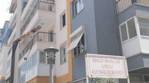 Depremden Sonra Tahliye Edilen Binada Bir Tek Aile Sağlığı Merkezi Kaldı!