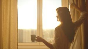 Her gün aynı saatte uyanmanın 8 etkisi