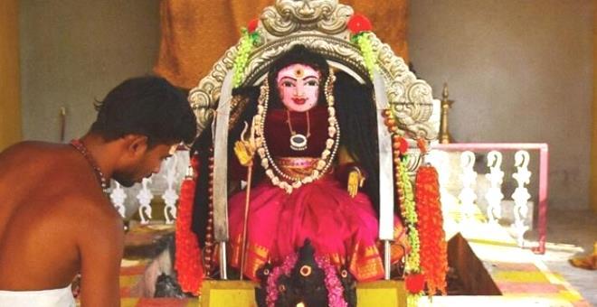 Virüsten yarım milyona yakın insanın öldüğü Hindistan'da 'Korona Tanrıçası' adlı bir tapınak kuruldu