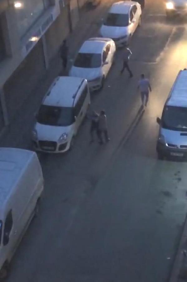 Yabancı iki grup Zeytinburnu'nda karşı karşıya geldi! Feci olayda 1 kişi boğazından bıçaklandı