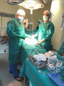 Araf bebek, robotik cerrahimide çekme ameliyatı yapılan en küçük hasta oldu