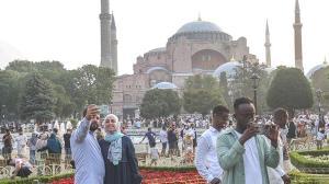 Ayasofya ve Taksim Camisi'nde bayram namazı kılındı