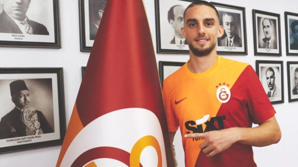 Dakika bir gol bir! G.Saray taraftarının tepkisi yeni transfere fotoğraf kaldırttı