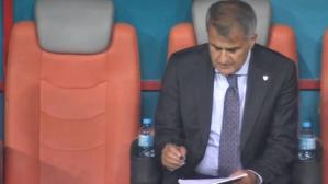 EURO 2020'de sıfır çeken Milli Takım'ın hocası Şenol Güneş'in istifa etmesi için yoğun baskı yapılıyor
