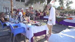 Foça'da üretici kadınlar, el emeği ürünleriyle aile bütçesine katkı sağlıyor