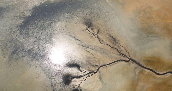 Kuruyan Düden Gölü'nün can damarları göründü: 'Manzara büyüleyici ama aldanmayın'
