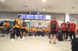 Saatlerce Havaalanında Bekletildiler: Galatasaray Yunanistan'a Alınmadı