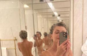 Süper model, ayna karşısında çırılçıplak çektiği pozla Instagram'a meydan okudu