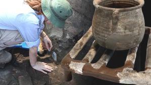 1650 yıl önce yemek pişirilen toprak ızgara ve kaplar bulundu