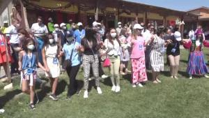 68 ülkenin büyükelçi ve diplomatları Van Kalesi önünde halay çekti