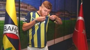Burak Kapacak, Fenerbahçe'de! 5 yıllık sözleşmeye imza attı