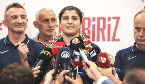 Busenaz Sürmeneli: Bu bambaşka bir duygu!