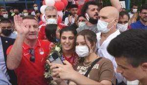 Busenaz Sürmeneli'ye memleketinde coşkulu karşılama
