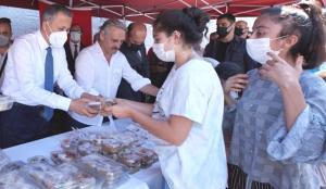 İstanbul Valisi Yerlikaya'dan Mimar Siman'ın vasiyeti aşure ikramı