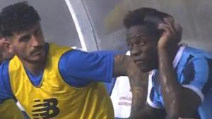 Mario Balotelli oyundan çıktıktan sonra yedek kulübesini birbirine kattı! Sinirden takım arkadaşını yumrukladı