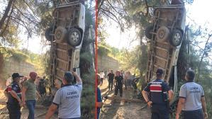 Son Dakika: İzmir'de servis minibüsü şarampole yuvarlandı: Ölü ve yaralılar var