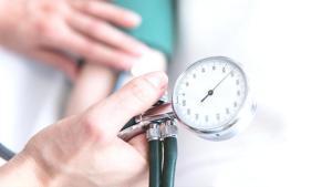 Yaz sıcaklarında hipertansiyon hastalarının dikkat etmesi gerekenler