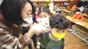 Aşı Zorunluluğu, Sohbet Yasağı… Asya Ülkeleri Okulları Hani Önlemlerle Açıyor
