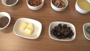 """Diyetisyen Kübra Tekay: """"Yağlar ölçülü tüketilirse kilo aldırmaz, kilonun korunmasına yardımcı olur"""""""