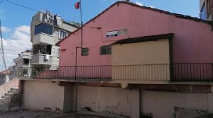 İstanbul'da Bodrum Katlarda Sıbyan Okulları: 'Cemaate Bağlıyız' Dediler