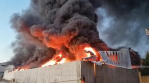 İstanbul'u dumanlar kapladı! Plastik fabrikasındaki yangına ekipler müdahale ediyor