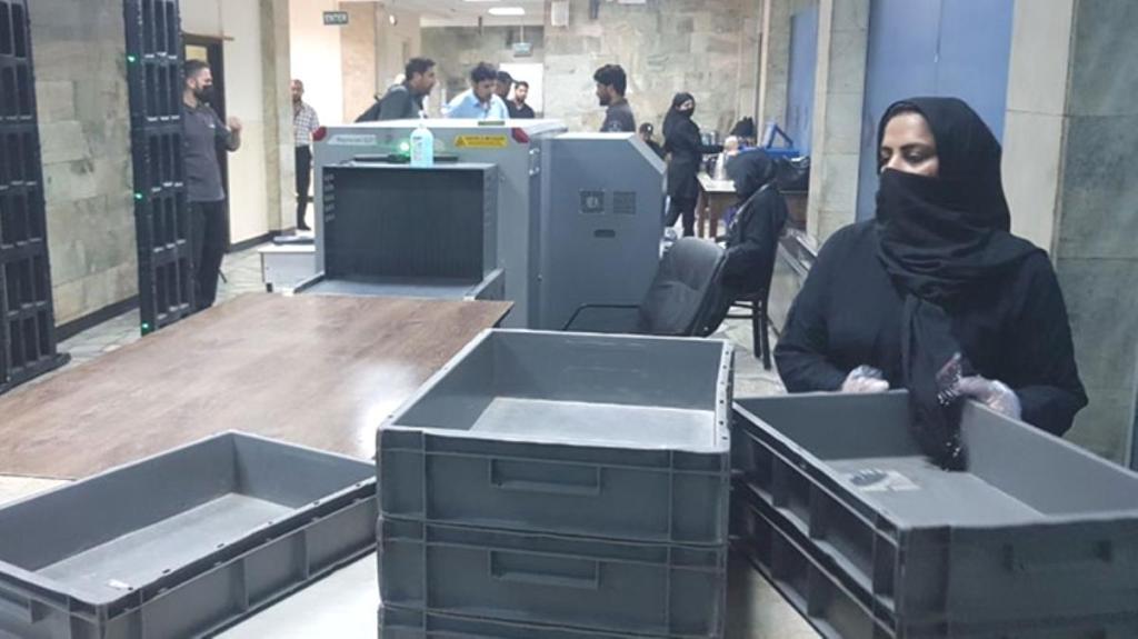 Kabil Havalimanı'ndaki kadın personeller, işlerine geri döndü
