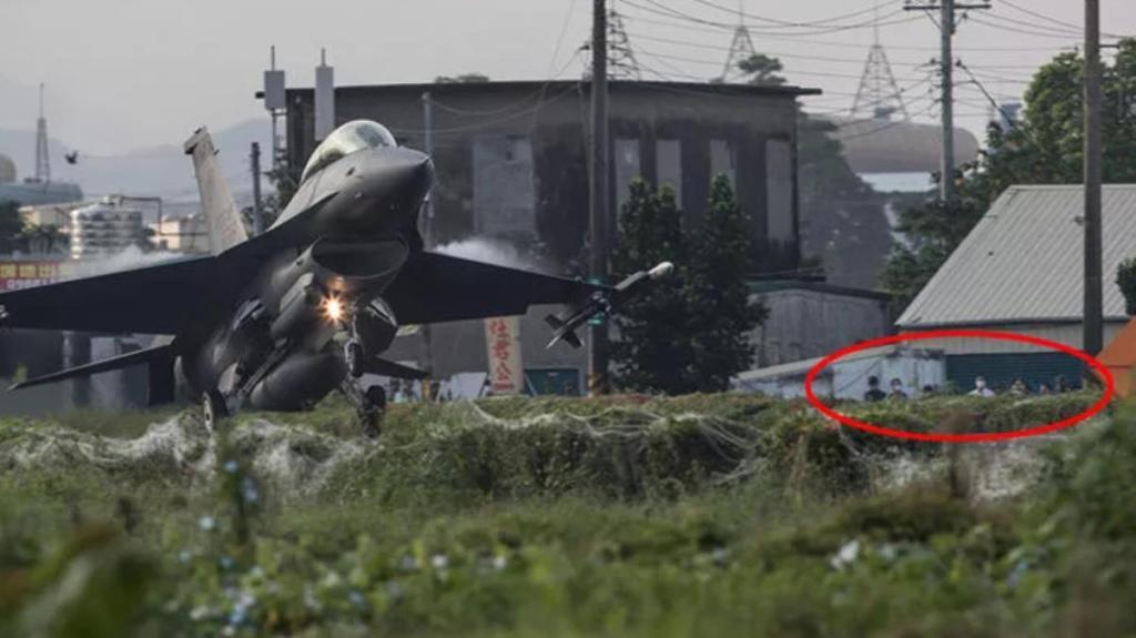 Tayvan tarihinde bir ilk! Tatbikat kapsamında savaş uçaklarını otoyola indirdiler