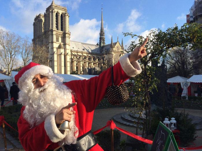 Trova la foto stock perfetta di natale a parigi. A Parigi Con La Famiglia Ritorna La Gioia Del Natale