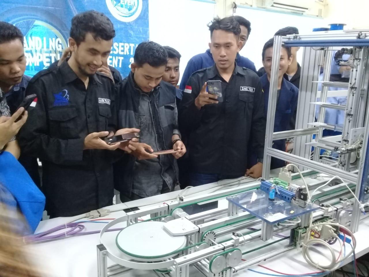 Robotik Autobot Universitas Bina Darma mengikuti Kompetisi PLC Tingkat Nasional