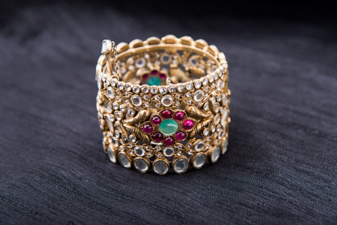 Arnav Design Studio  - Bracelet with crystals and spinel's