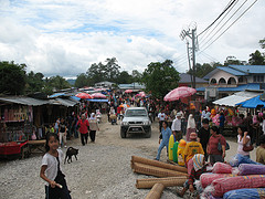Shopping in the border town of Sirikin